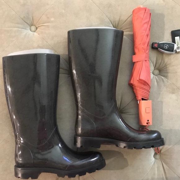 3b6f86216ba Gucci Shoes - Gucci Rain Boot.
